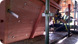 Mineral-insulated heating cable installation on a hopper